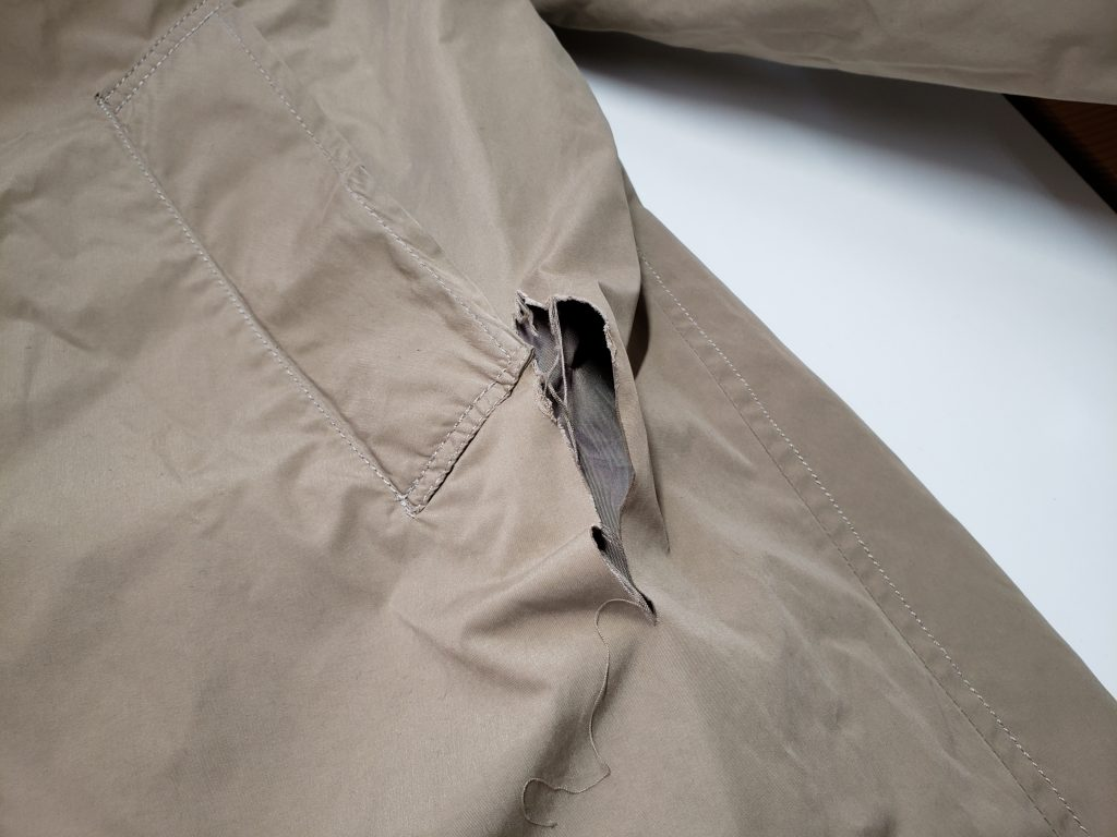 コートの破れ修理【島田市クリーニングあいざわの洋服リフォーム】