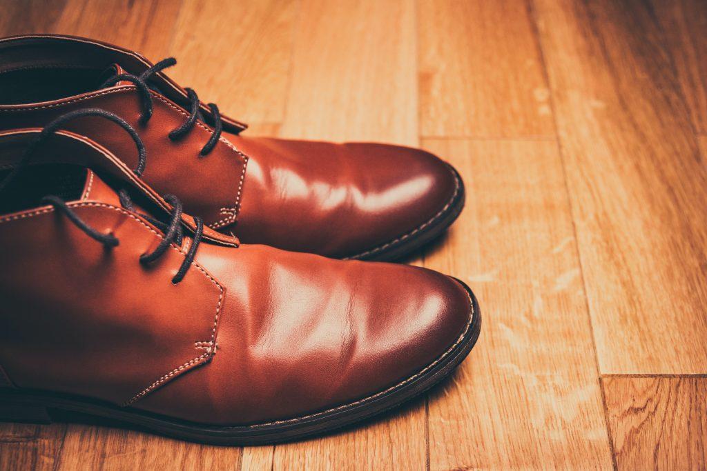 革靴は定期的にクリーニングしよう!【靴は汗で汚れています。】