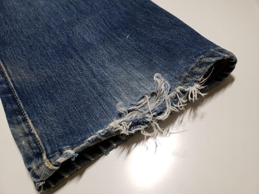 ジーンズ裾の破れ修理【放置すると履けなくなります!】
