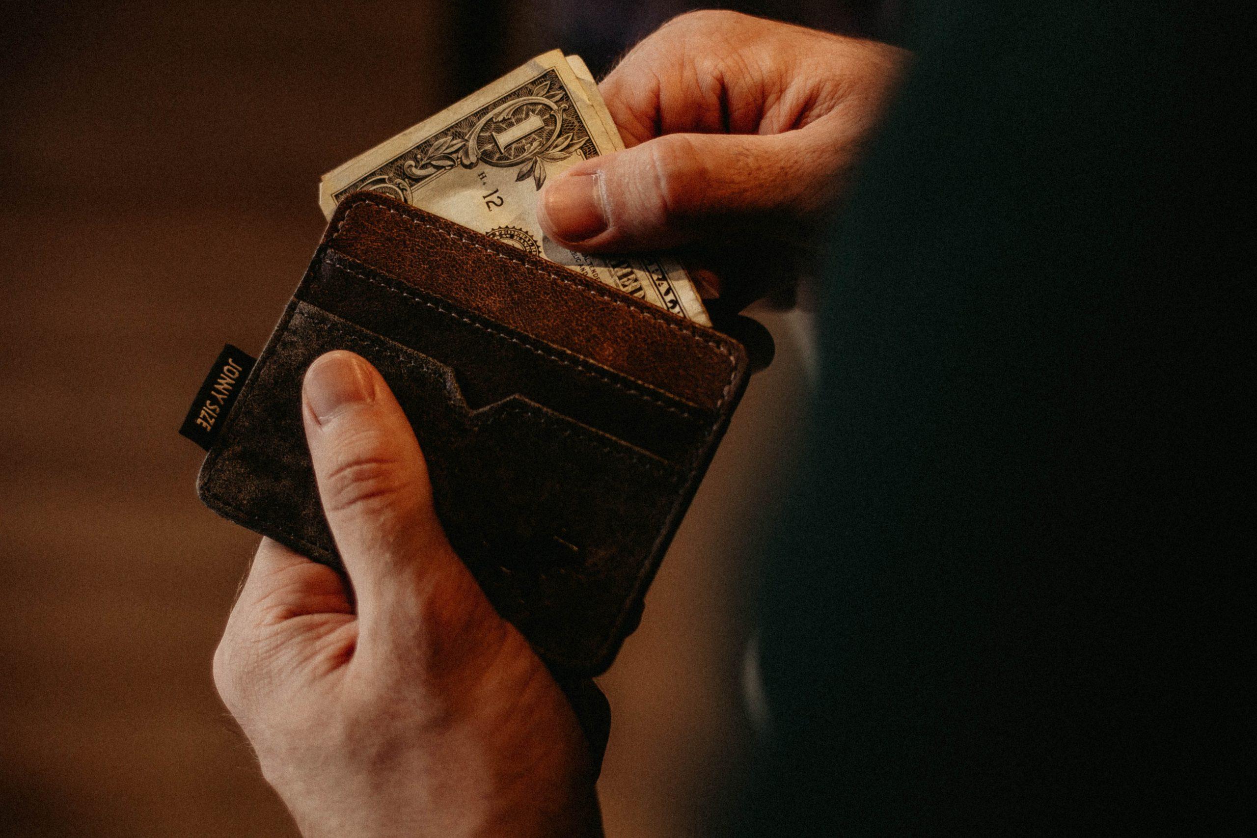 お財布の色がハゲてきた…。【革製品は補色すれば直ります!】