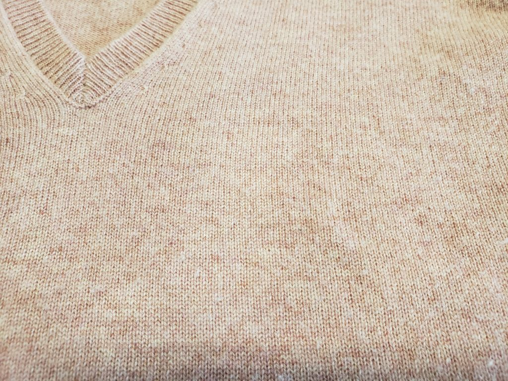 セーターについたデミグラスソースの染み抜き事例を紹介します!